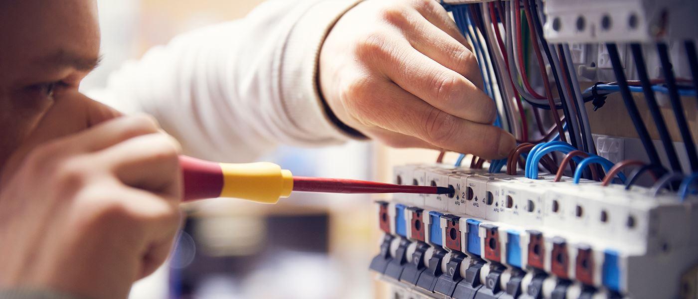 Elektrikeruddannelse i Randers: Læs om hvordan du bliver elektriker her